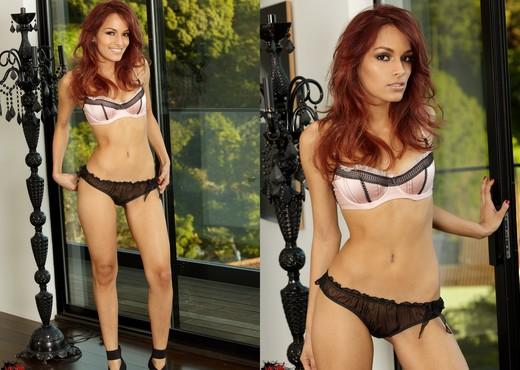 Valerie Rios - VIPArea - Latina Hot Gallery