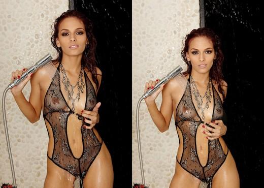 Valerie Rios - VIPArea - Pornstars Sexy Gallery