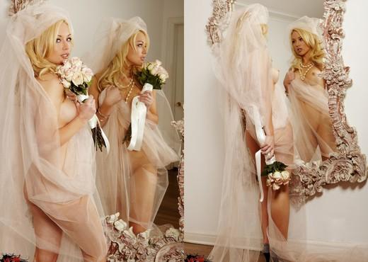 Kayden Kross - VIPArea - Solo Sexy Photo Gallery