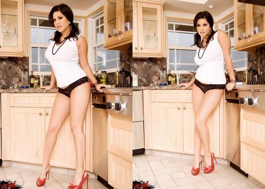Sunny Leone - VIPArea - Solo Sexy Photo Gallery