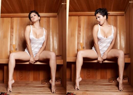 Sunny Leone - VIPArea - Solo Nude Pics