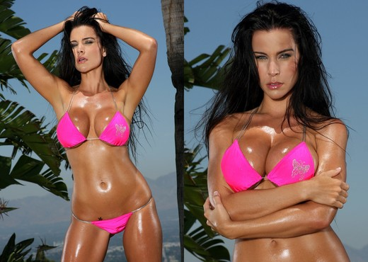 Laura Lee - Pink Scrunch Bottom Bikini - Solo Porn Gallery