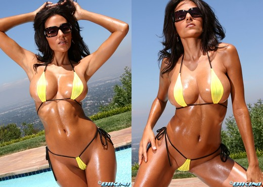 Rita G - Yellow Teardrop - Solo HD Gallery