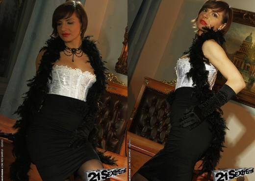Nina Young - 21Sextreme - Toys TGP