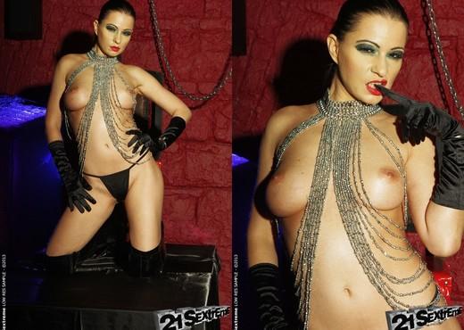 Tera Bond - 21Sextreme - Toys Nude Gallery