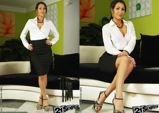 Kathia Nobili, Samia Duarte - BDSM Image Gallery