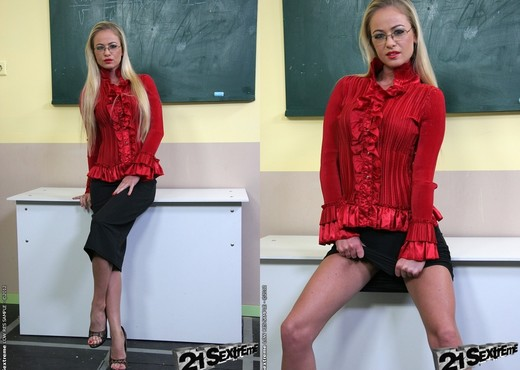 Cindy Hope, Dorina Gold - 21Sextreme - BDSM Hot Gallery