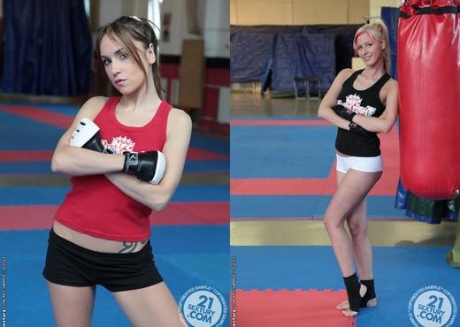 White Angel VS Leyla Black - Lesbian Sexy Photo Gallery