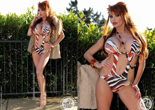 Taylor Wane gets fucked and takes a creamy cumshot on her huge jugs № 26594  скачать