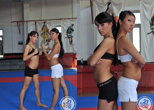Amabella VS Sharon Lee - Lesbian Nude Pics
