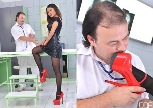 PussyKat - Hot Legs and Feet - Feet Picture Gallery