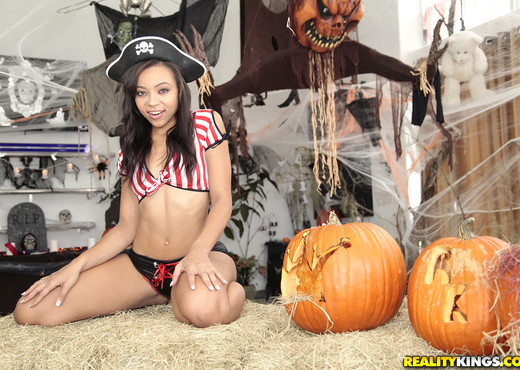 Adrian Maya - Sexy Pirate - Round And Brown - Ebony Nude Pics
