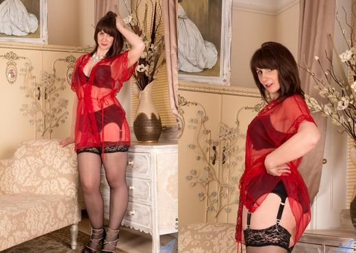 Toni Lace - Experienced Woman - MILF Nude Pics