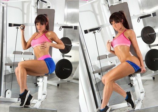 Rahyndee James Gets Off During Her Horny Workout - Solo TGP