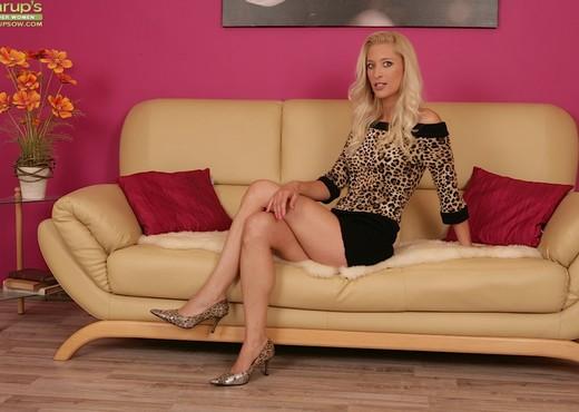 Uma Zex - Karup's Older Women - MILF Hot Gallery