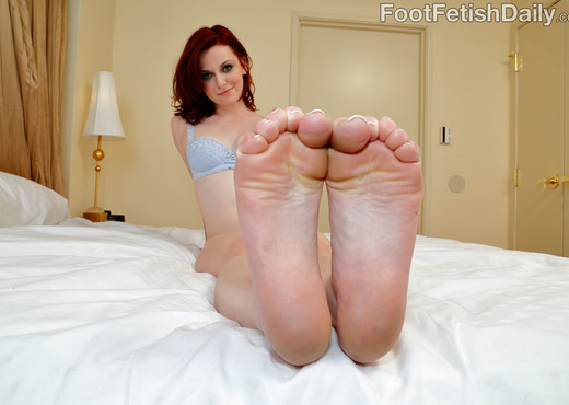 Emma Evins Gives a Footjob Blowjob and Exposes Her Sexy Feet - Hardcore TGP