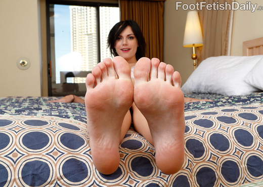 Alexis Blaze Gives Hot FootJob and Gets Fucked - Hardcore TGP