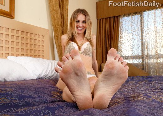 Natasha Starr - Foot Fetish Daily - Interracial Nude Gallery