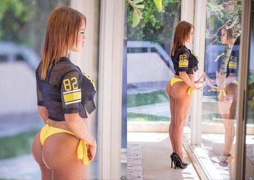 Nikki Delano - Naughty Nikki - Monster Curves - Hardcore Nude Pics
