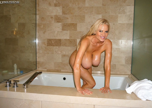 Big Titty Bath - Kelly Madison - MILF Picture Gallery