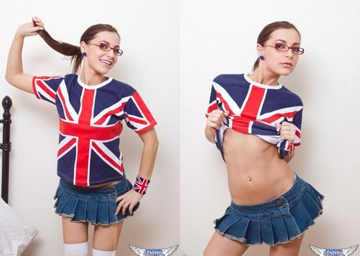 Kyra Mendez - Union Jack - SpunkyAngels - Solo HD Gallery