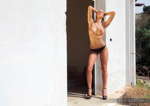 Adele - Commando - PhotoDromm - Solo Sexy Gallery