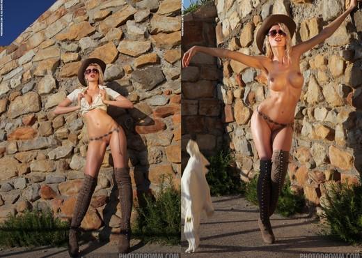Alisa - Rodeo - PhotoDromm - Solo Image Gallery