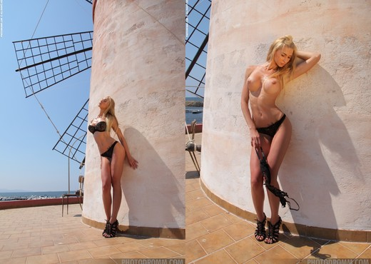 Brigitte - The Windmill - PhotoDromm - Solo TGP