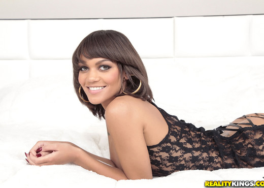 Peyton Rain - Booty Seductress - Round And Brown - Ebony HD Gallery