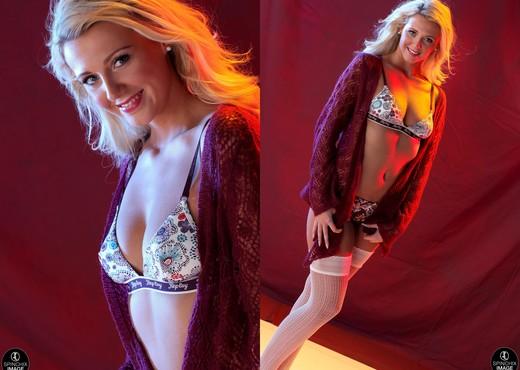 Becki Haddick Teases - Spinchix - Solo Hot Gallery