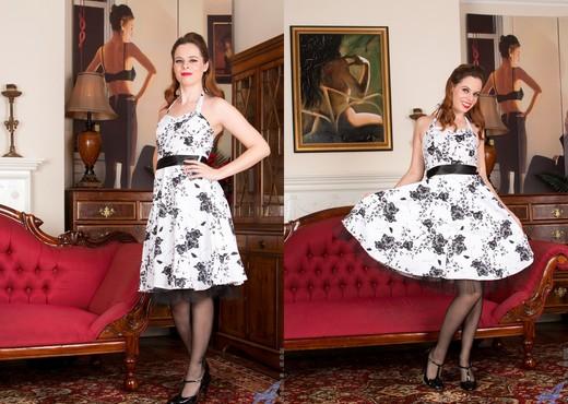 Tiffany Naylor - Classy Woman - MILF HD Gallery