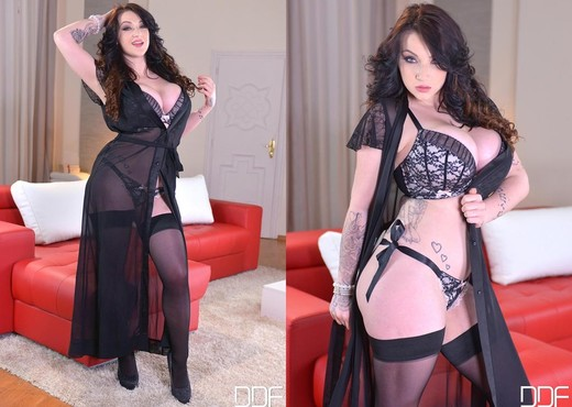 Harmony Reigns - DDF Busty - Boobs Picture Gallery
