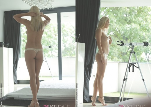 Christen Courtney - Through the Looking Glass - 21Naturals - Solo Nude Gallery