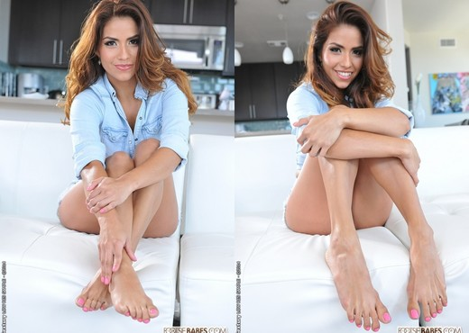 Isabella De Santos - Isabella's Feet Heat - Footsie Babes - Hardcore Nude Pics