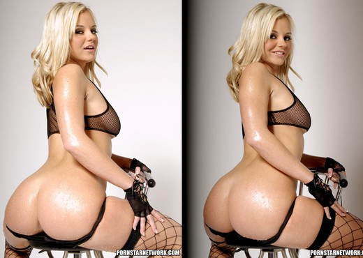 Bree Olson Shows Off Her Backside - Solo TGP