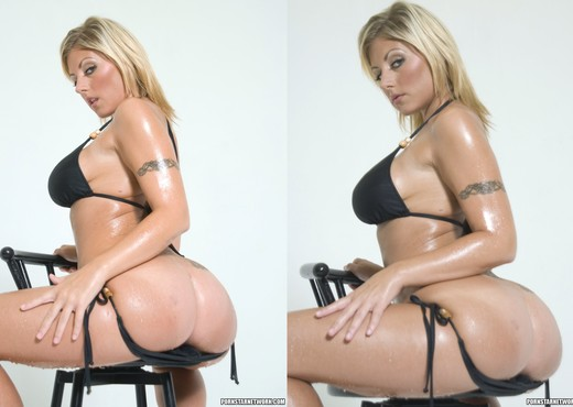 Velicity Von Oils Up And Shows Off Her Assets - Ass Nude Pics