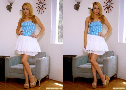 Hot, hot Lexi Belle gets naked - Pornstars HD Gallery
