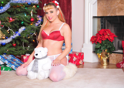 Lexi Belle - Lingerie and Fuzzy Boots - Pornstars Nude Gallery