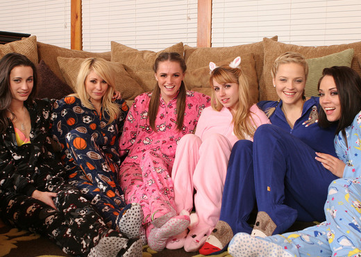 Alexis Texas's All-Girl Group Sex Slumber Party - Lesbian Porn Gallery
