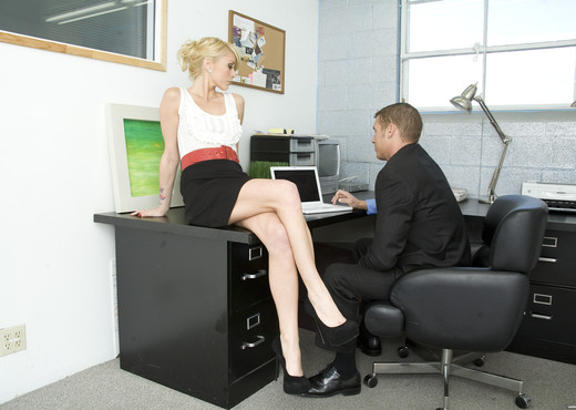 Monique Alexander Shows Office Sluts How it's Done - Hardcore Image Gallery