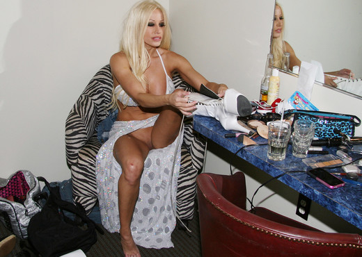Gina Lynn's Day in the Life, with a Bonus - MILF HD Gallery