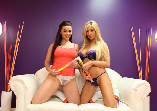 Tasha Reign and Taylor Vixen - Bubbles and Tips - Pornstars HD Gallery