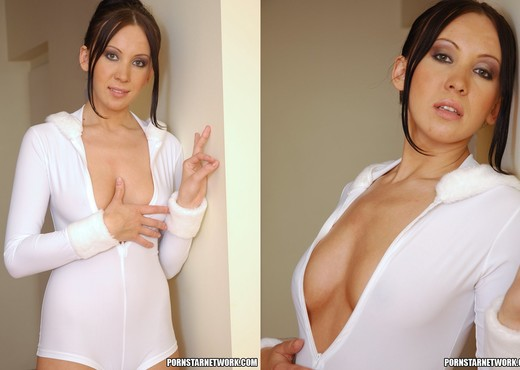 Stunning Brunette Beauty Isabella Shows Her Wonderful Tits - Solo Image Gallery