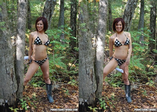Kream Squirts Cunt Juice In The Woods - Toys TGP