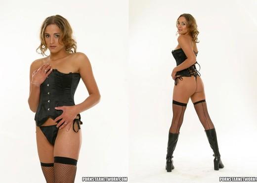 Poppy Morgan strips and fucks - Anal Nude Pics