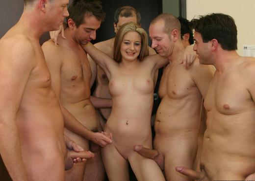 Bubble Butt Blonde Jade Lashey Sucks Her Way To Bukkake - Blowjob Nude Pics