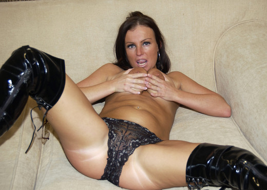 Brunette Slut Benton Takes It Like A Champ - Hardcore Nude Gallery