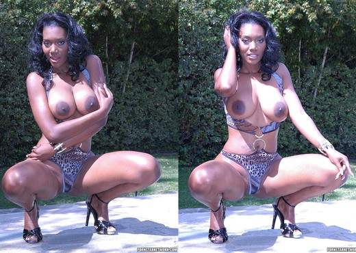 Naomi Banxxx Deserves a 2 on 1 - Ebony Hot Gallery