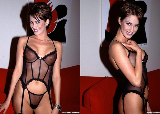 Dalia - Looking Hot and Fucking Horny - Hardcore Nude Gallery
