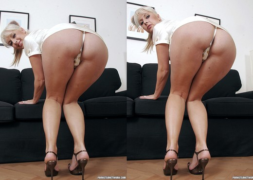 Daria Glower - Blonde's Hairy Pussy Needs a Man - Hardcore Picture Gallery